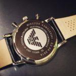 Znakowanie laserowe po obwodzie na wieczku zegarka firmy Emporio Armani