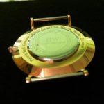 Grawerowanie laserowe na wieczku zegarka marki DW
