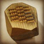 Grawerowanie na drewnianym klocku pod odlew